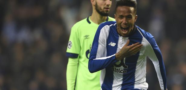 Eder Militão comemora gol do Porto diante do Schalke 04 pela Liga dos Campeões - Miguel Riopa/AFP