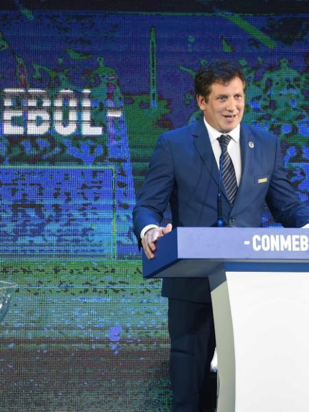 Alejandro Dominguez, presidente da Conmebol, fala durante sorteio da Libertadores - NORBERTO DUARTE / AFP