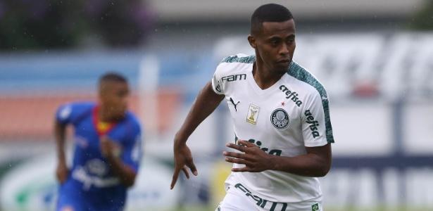 Contra o São Caetano, Carlos Eduardo fez sua segunda partida pelo Palmeiras, a primeira como titular - Cesar Greco/Ag. Palmeiras