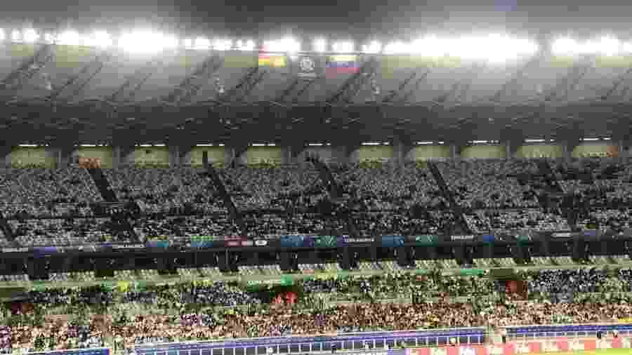 Mineirão recebe pouco público no jogo entre Venezuela x Bolívia - UOL Esporte