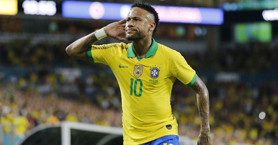 Neymar reage durante partida entre Brasil e Colômbia