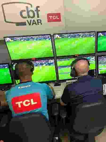 Transmissões de TV terão acesso às imagens utilizadas pelos árbitros na beira de campo - Fernando Torres / CBF