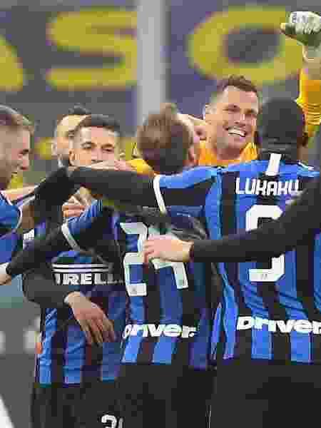 Jogadores da Inter de Milão comemoram gol contra o Milan - REUTERS/Daniele Mascolo