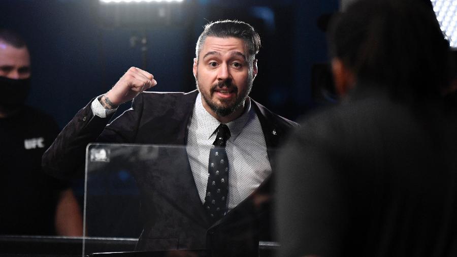 Dan Hardy discute com Herb Dean, durante evento do UFC - Jeff Bottari/Zuffa LLC via Getty Images