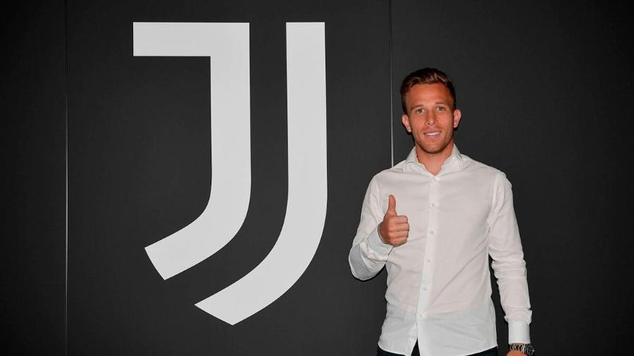 Arthur, ex-Barcelona, durante a apresentação na Juventus - Divulgação