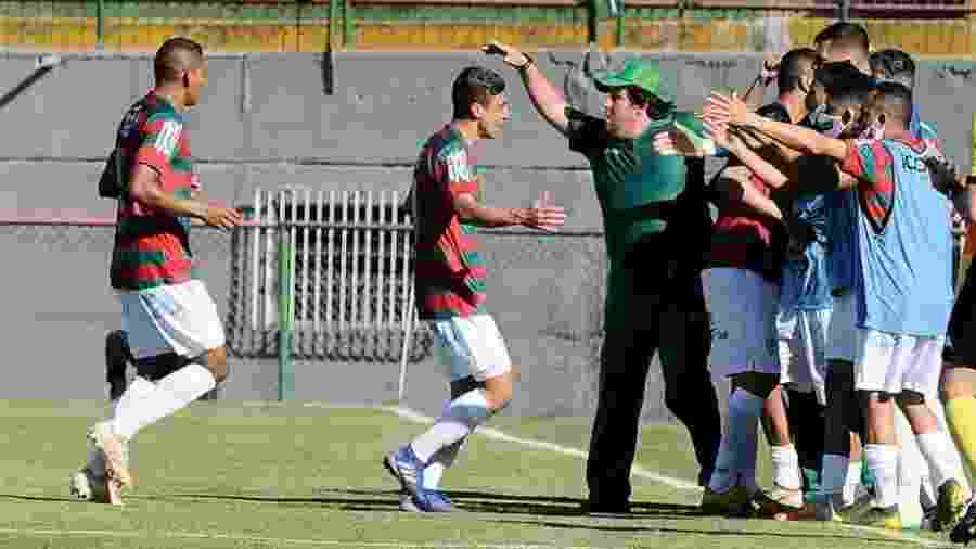 Jogadores da Portuguesa comemoram gol marcado contra o Juventus-SP, em uma das atuais quatro vitórias seguidas da equipe - Divulgação/Portuguesa