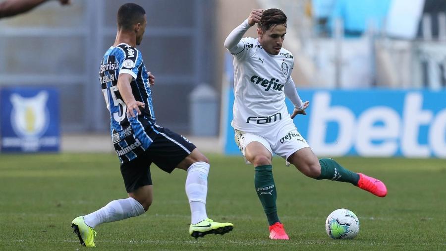 Raphael Veiga, do Palmeiras, e Darlan, do Grêmio, em campo pelo campeonato Brasileiro - Cesar Greco/S.E.P Palmeiras