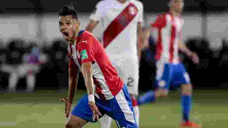 Ángel Romero comemora gol do Paraguai contra o Peru - Divulgação