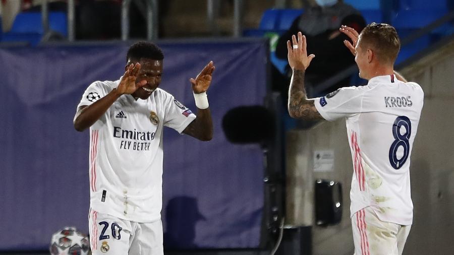 Vinicius Junior agradece assistência de Kroos em jogo contra o Liverpool  - REUTERS/Susana Vera