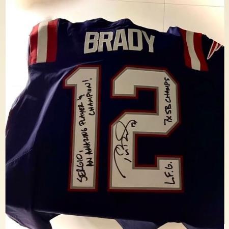 Camisa autografada de Tom Brady, presente para Sergio Ramos - Reprodução