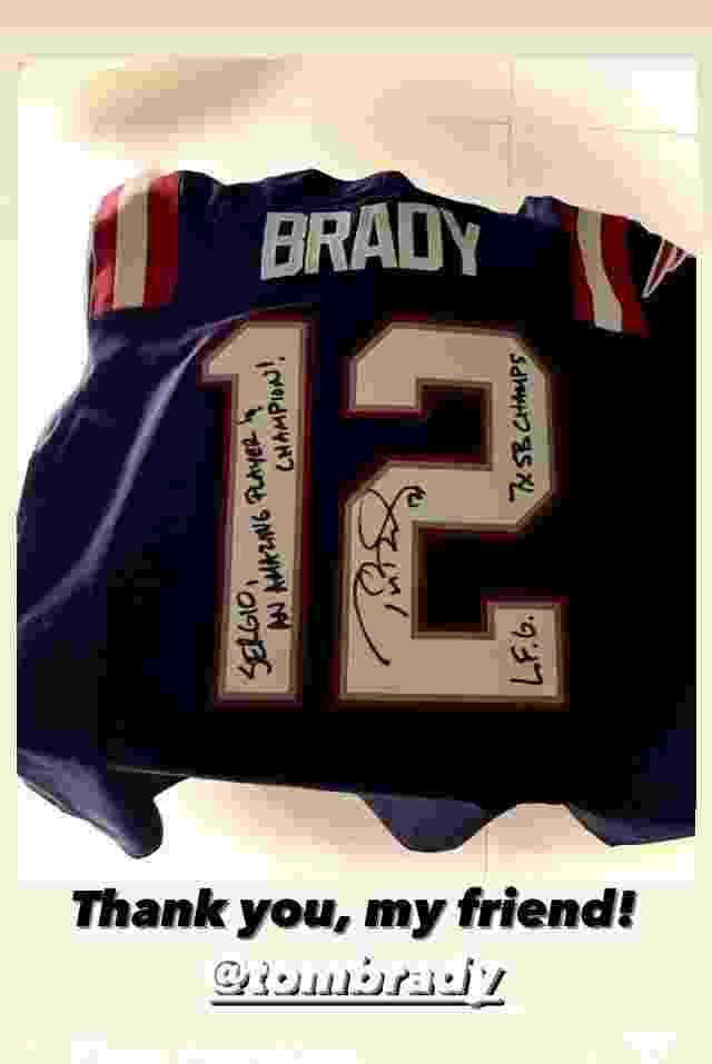 Camisa autografada de Tom Brady, presente para Sergio Ramos - undefined