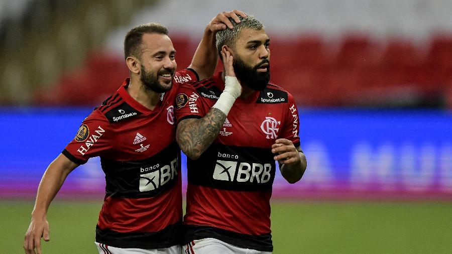 Gabigol celebra com Éverton Ribeiro: dupla desfalca o Fla por causa da Copa América - Thiago Ribeiro/AGIF