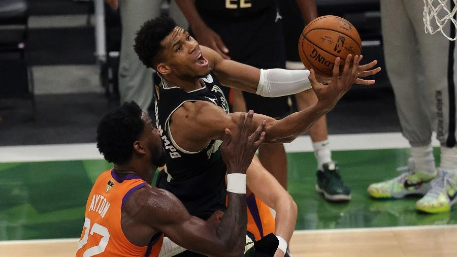 Giannis Antetokounmpo durante o jogo 6 das finais da NBA  - Jonathan Daniel/Getty Images/AFP