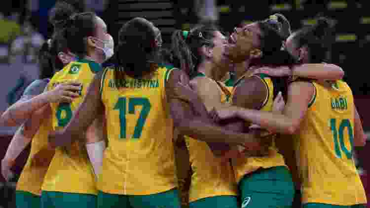 Jogadoras do Brasil comemoram a vitória sobre o Comitê Olímpico Russo no vôlei feminino - Julio César Guimarães/COB - Julio César Guimarães/COB