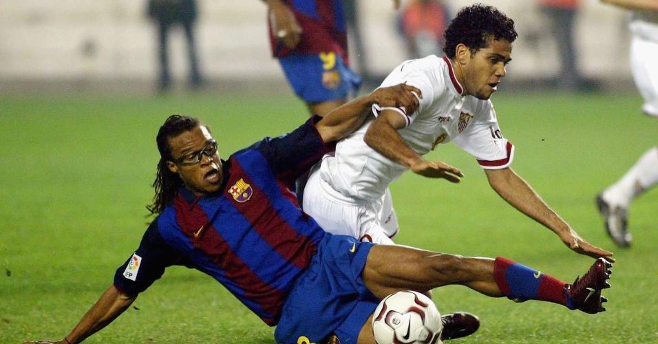 Daniel Alves em ação pelo Sevilla, em janeiro de 2004, em partida contra o Barcelona de Davids