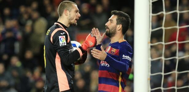 Jogador turco estreou pelo Barcelona em janeiro, mas já pode sair