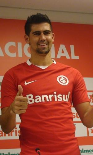 Leandro Almeida é apresentado como reforço do Internacional até fim do ano