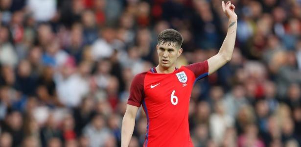 John Stones em ação com a camisa da seleção inglesa