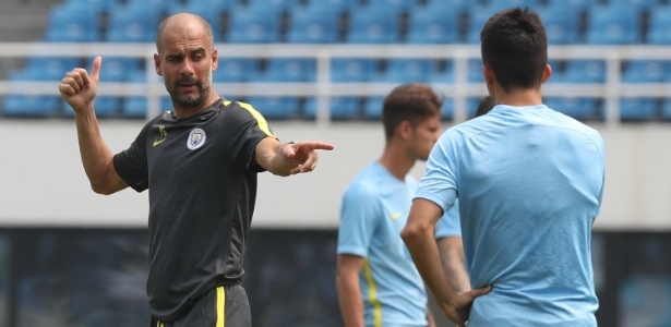 Guardiola durante treino do Manchester City no sábado