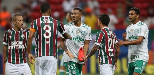 Gabriel Jesus exibe chuteira rasgada após dividida em jogo entre Palmeiras e Fluminense  - Cesar Greco/Agência Palmeiras