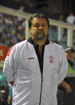Ricardo Caruso Lombardi optou por ir de ônibus de Buenos Aires a San Miguel de Tucumán, a 1250 km; na volta, pegou carona em carro de torcedores