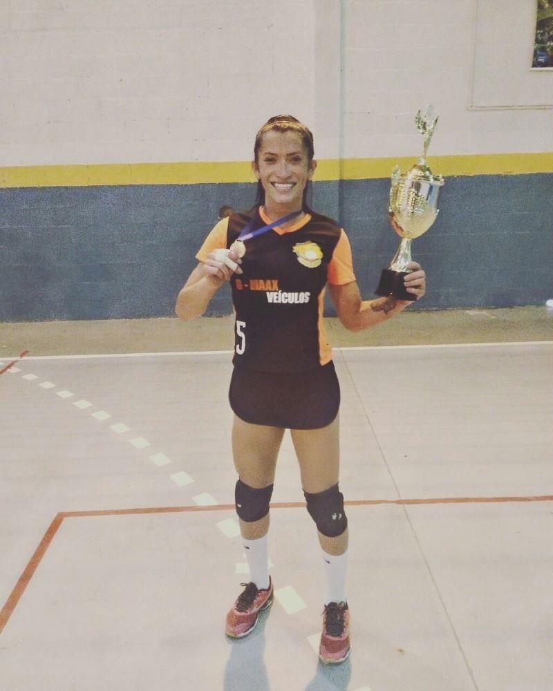 04.mar.2017 - Isabelle Neris, 25, vai ser a primeira atleta trans em competições femininas de vôlei no Brasil