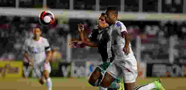 Jean sofreu uma lesão na partida do último domingo contra o Santos - Daniel Vorley/AGIF