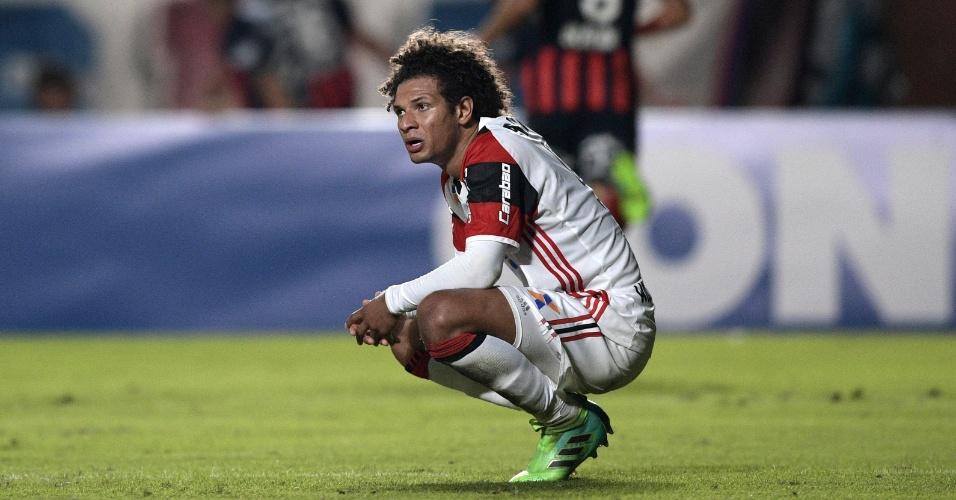 Rafael Vaz, do Flamengo, lamenta gol do San Lorenzo