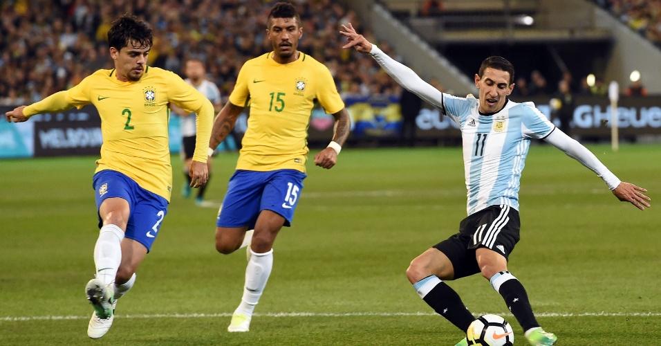Fagner marca Di Maria durante amistoso entre Brasil e Argentina