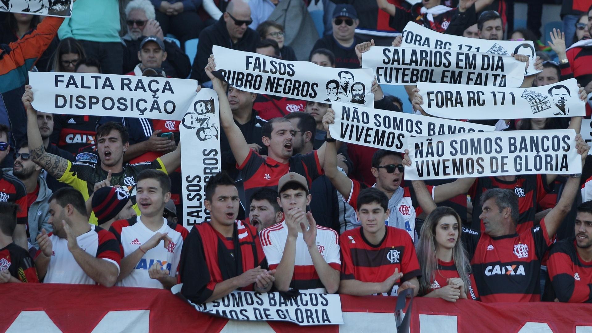 Torcida do Flamengo protesta contra má fase da equipe