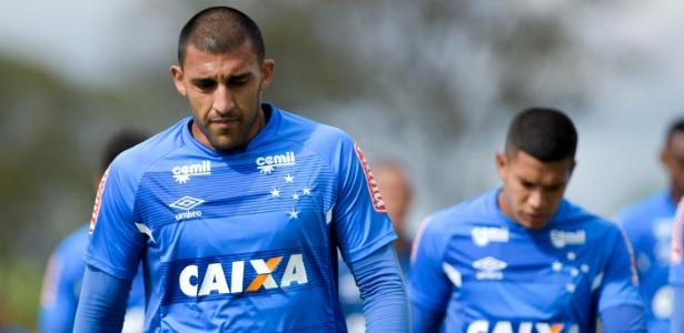 Ramón Ábila aguarda acerto entre Boca e Huracán para deixar o Cruzeiro definitivamente