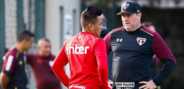Pintado e Cueva tiveram longa conversa no treino da última sexta-feira