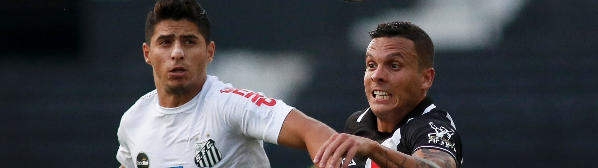Ramon (direita) lamentou a falta de torcida do Vasco