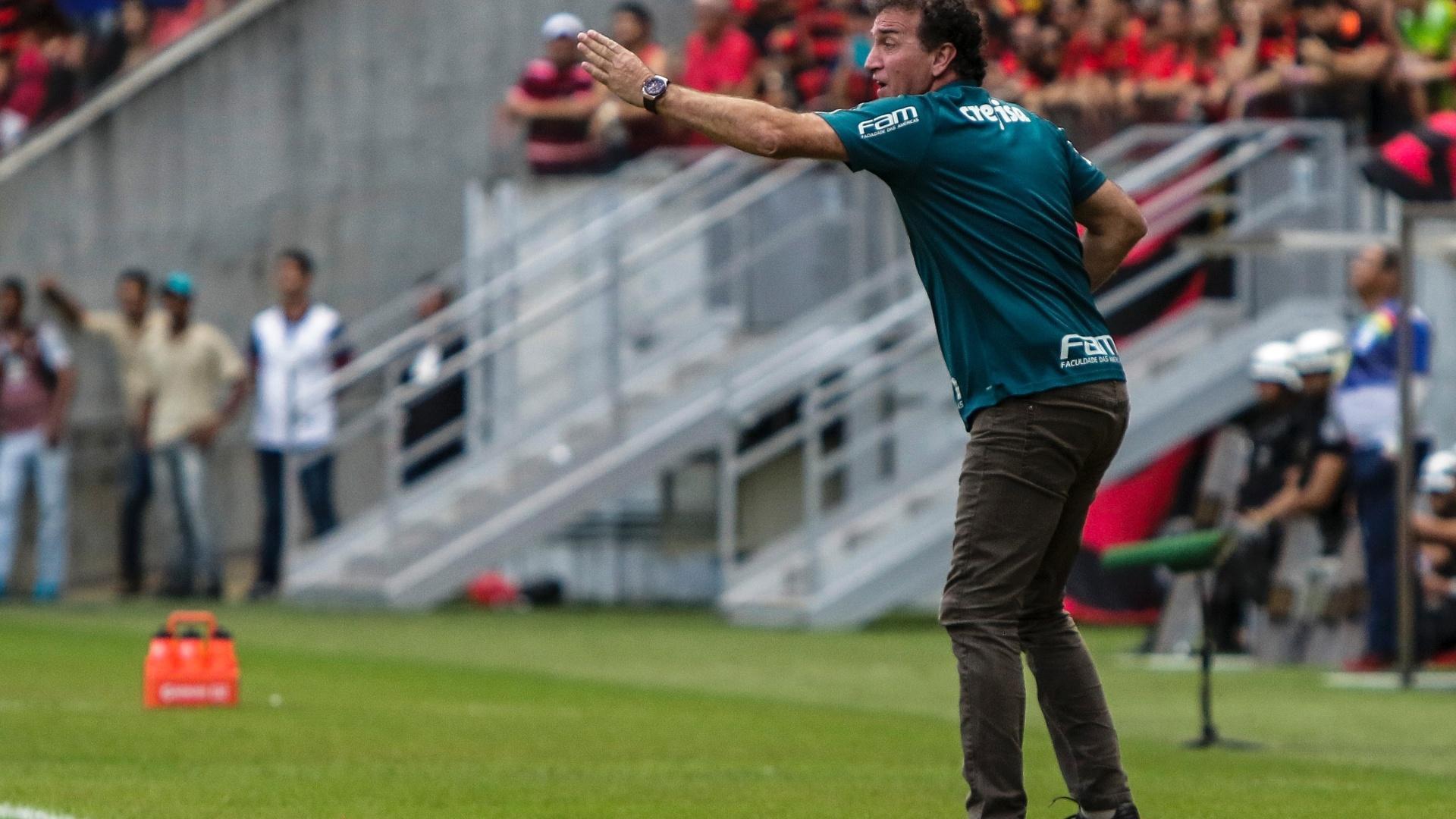 Cuca orienta jogadores do Palmeiras contra o Sport na Arena Pernambuco