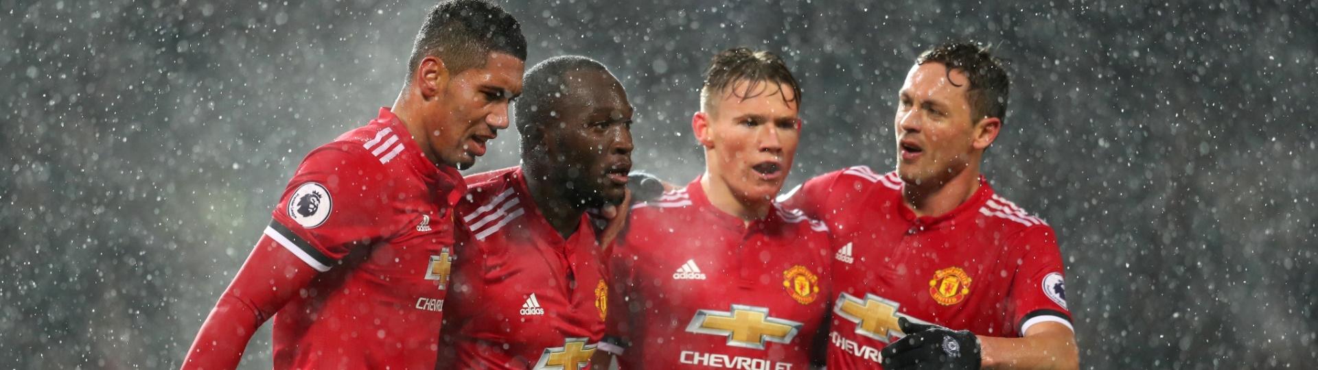 Jogadores do Manchester United comemoram gol de Lukaku diante do Bournemouth