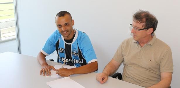 Thaciano assinou por empréstimo com o Grêmio. Dois anos com opção de compra
