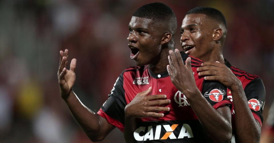 Lincoln comemora gol pelo Flamengo contra o Bangu pelo Campeonato Carioca