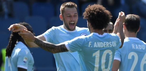 Felipe Anderson deu assistência para de Vrij em goleada da Lazio, que está em 3º lugar