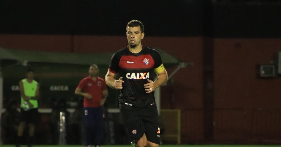 916c078e71 André Lima em ação durante Vitória x Paraná pelo Campeonato Brasileiro