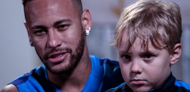 Neymar com o filho Davi Lucca durante evento em seu instituto beneficente