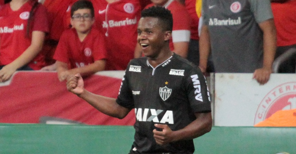 Cazares comemora gol do Atlético-MG contra o Internacional