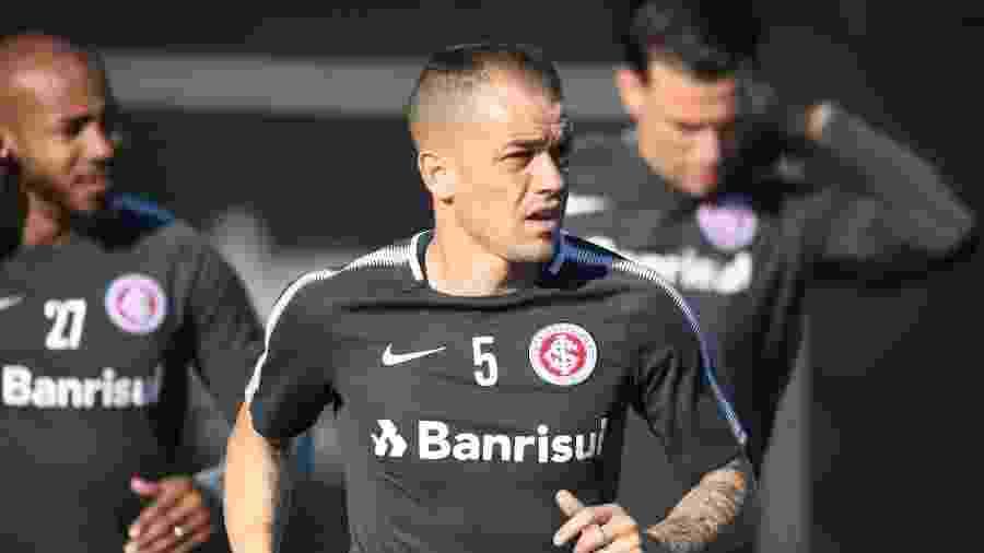 Inter  D Alessandro sequer é relacionado e desfalca time contra o ... b28d2b571e222