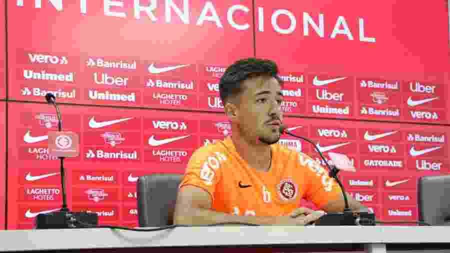 Lateral direito Heitor concede entrevista coletiva no CT do Internacional - Ricardo Duarte/Inter