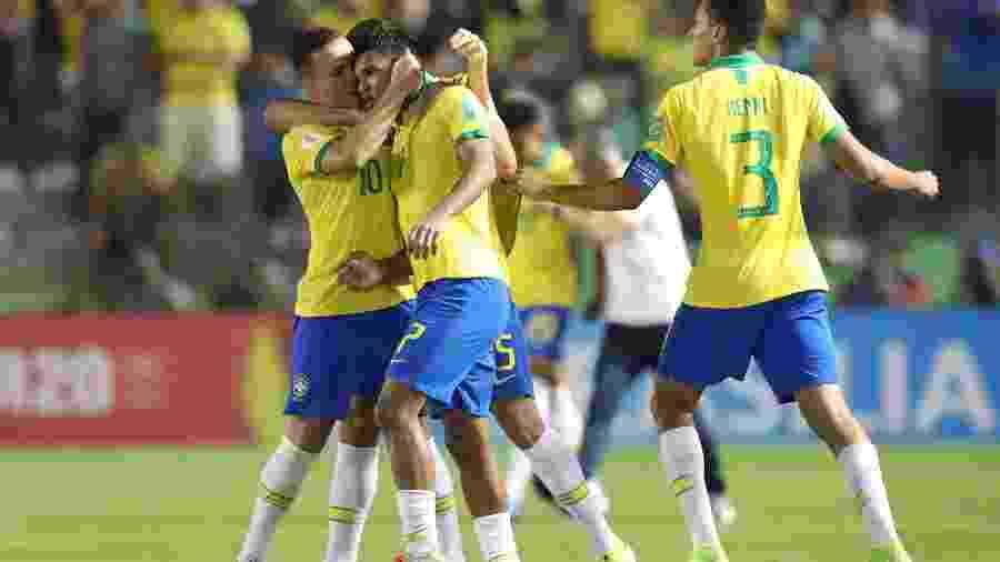 Gabriel Veron comemora gol da seleção brasileira sub-17 em vitória sobre a França, pela semifinal do Mundial da categoria - REUTERS/Sergio Moraes