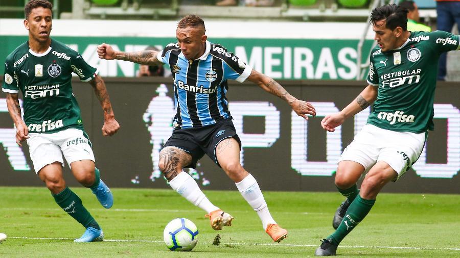 Gustavo Gómez durante jogo entre Palmeiras e Grêmio - Marcello Zambrana/AGIF