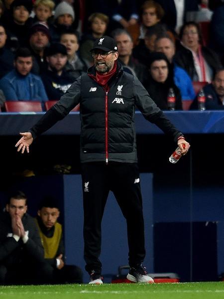 Técnico do Liverpool, Jurgen Klopp, gesticula em partida da Liga dos Campeões contra Atlético de Madri - Andrew Powell / Colaborador