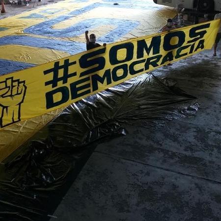 Faixa de ato pró-democracia organizado por torcidas de times de São Paulo - Divulgação