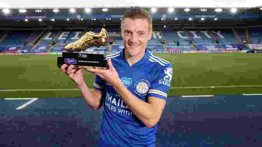 Jamie Vardy, do Leicester, recebe a Chuteira de Ouro do Campeonato Inglês - Plumb Images/Leicester City FC via Getty Images
