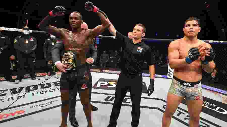 Israel Adesanya recebe cinturão dos médios após derrotar Paulo Borrachinha com facilidade no UFC 253 - Josh Hedges/Zuffa LLC