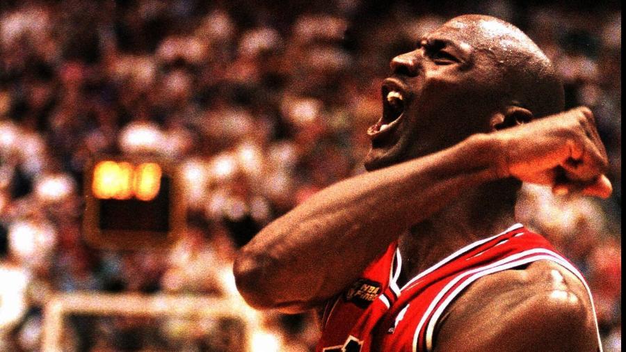 Michael Jordan comemora vitória do Chicago Bulls contra o Utah Jazz, em 98 - France Presse/France Presse